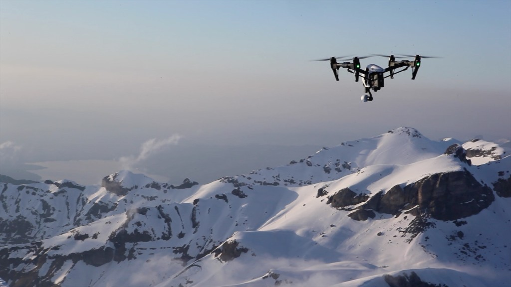 The Helicopter Girls fly the DJI Inspire at 3000m at the Schilthorn
